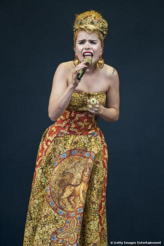 image: http://www.celebrityredcarpet.co.uk/media/paloma-faith-performs-on-day-1-of-the-v_m15186
