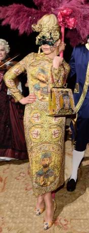 image: http://www.vogue.com/vogue-daily/article/special-edition-five-stars-dolce-gabbana-alta-moda-un-ballo-in-maschera/#1